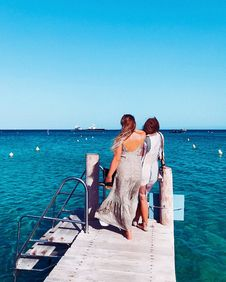 Free Two Women Standing On Wooden Dock Royalty Free Stock Photo - 126543905