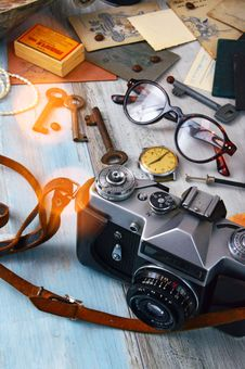 Free Black And Gray Camera, Skeleton Keys, And Brown Framed Eyeglasses On Gray Surface Royalty Free Stock Photos - 126652398