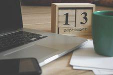 Free Brown Wooden Block Desk Calendar Displaying September 13 Royalty Free Stock Image - 126652726