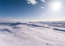 Free Aerial Photography Of Snowy Hill Royalty Free Stock Photo - 126652825