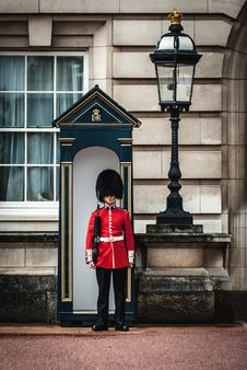 Free Royal Guard Standing Near Lamp Post Royalty Free Stock Image - 126652826