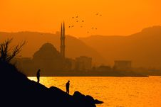 Free Silhouette Of Two People Near Sea In Distant Of Ortakoy Mosque, Istanbul Turkey Royalty Free Stock Image - 126727816