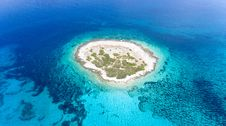 Free Aerial View Photography Of Islet Surround By Body Of Water Stock Photography - 126807802