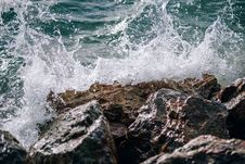 Free Ocean Wave On Rocks Royalty Free Stock Images - 126898189