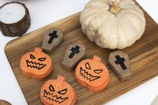 Free Pumpkin, Jack-o-lantern, And Coffin Cookies On Chopping Board Royalty Free Stock Photography - 126898377