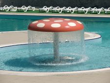 Free Fountain As Mushroom Stock Images - 1272454