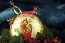 Free Vintage Gold Christmas Ball Stock Images - 1273634