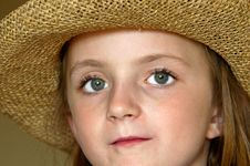 Free Little Girl In Straw Hat Stock Images - 1273694