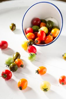 Free Assorted-color Tomatoes In White Bowl And On White Surface Stock Photography - 127081612