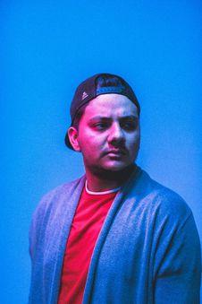 Free Man Wearing Blue Cardigan And Black Trucker Cap Royalty Free Stock Photos - 127260118