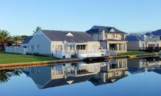 Free White Single-story Houses Beside Body Of Water Stock Image - 127260161