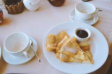 Free Pan Cakes Served On White Ceramic Plate Royalty Free Stock Photos - 127260218