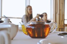 Free Clear Glass Teapot On White Table Stock Photo - 127260240