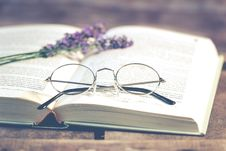 Free Silver-colored Framed Eyeglasses On Open Book Stock Photography - 127260592