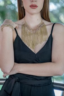 Free Woman Wearing Gold Chain Bib Necklace Royalty Free Stock Image - 127494256