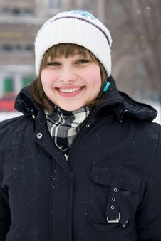 Free Smiling Young Girl In Winter Day Royalty Free Stock Images - 12756349