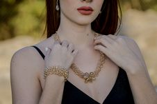 Free Woman Touching Gold Necklace Royalty Free Stock Images - 127650229