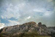 Free Grey Mountain Under Cloudy Sky Stock Photography - 127767092