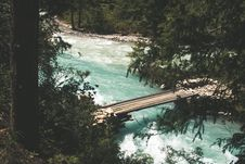 Free Bridge Over The River Near Trees Royalty Free Stock Images - 127767149