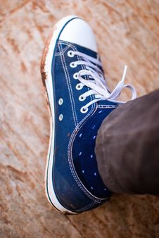 Free Blue Low-top Sneaker Royalty Free Stock Images - 127767379