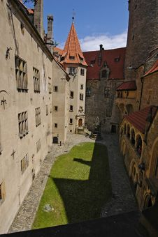 Free Castle Courtyard Royalty Free Stock Images - 1286579