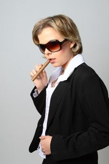 Free Blond Woman Smoking A Cigar With Sunglasses Stock Photography - 1287132