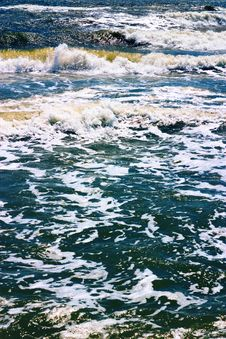Free Sea Waves Royalty Free Stock Images - 1289019
