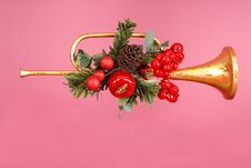 Free Gold Horn Christmas Ornament With Holly Royalty Free Stock Images - 1289199