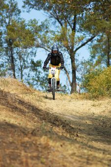 Free Mountain Biker Girl On Downhill Race Royalty Free Stock Images - 1289939