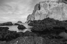 Free Greyscale Photo Of Rock Formations Royalty Free Stock Photo - 128037015