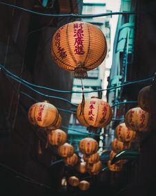 Free Selective Focus Photo Of Brown Lanterns Stock Images - 128037134