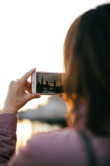 Free Person Holding White Smartphone While Capturing Tower Bridge At Golden Hour Stock Image - 128037641
