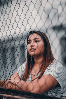Free Shallow Focus Photography Of Woman Leaning On Fence Royalty Free Stock Photography - 128037667