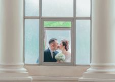 Free Newly Wed Couple Kissing Stock Image - 128067241