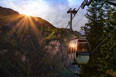 Free Selective Photo Of Cable Car Surrounded By Tree And Hill Royalty Free Stock Photography - 128193567