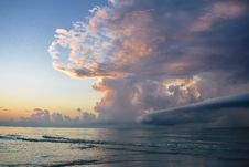 Free Scenic View Of Ocean During Dawn Royalty Free Stock Image - 128205646