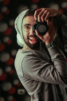 Free Man Holding Black Canon Dslr Camera Stock Image - 128405431