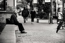 Free Grayscale Photography Of Man Sitting On Bench Stock Images - 128405494