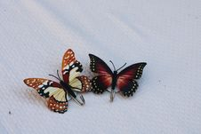 Free Brown And Black Butterfly Shower Curtain Hooks On White Linen Royalty Free Stock Photography - 128405507