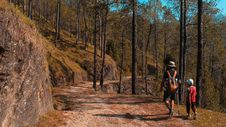 Free Man And Kid Walking On Downhill Royalty Free Stock Photography - 128405587