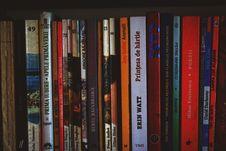 Free Assorted-title Books On Shelf Stock Photos - 128558363
