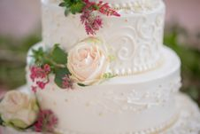 Free Cake With White Icing And Pink Rose Stock Image - 128687231