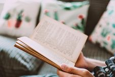 Free Close-Up Photo Of Person Holding Book Stock Photo - 128807970