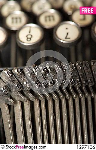 Free Worldly-wise Typewriter Royalty Free Stock Image - 1297106