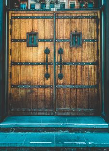 Free Brown Wooden Side-by-side Door Stock Images - 129026674