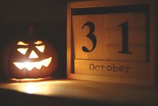 Free Halloween-themed Jack-o-lantern Lamp Near October 31 Calendar Royalty Free Stock Image - 129026986