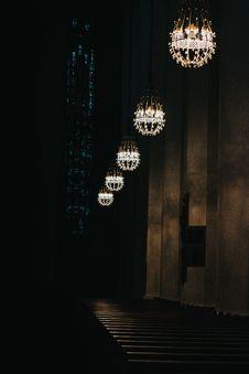 Free Five Pendant Lights Stock Photography - 129228532