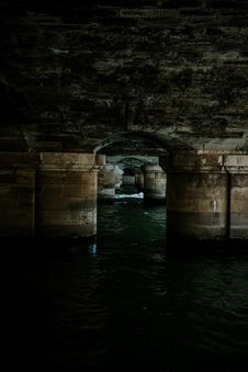 Free First Person Perspective Photography Of Structure On Body Of Water Stock Photography - 129228812