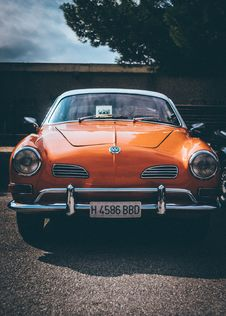 Free Orange Volkswagen Vehicle Stock Photography - 129414622