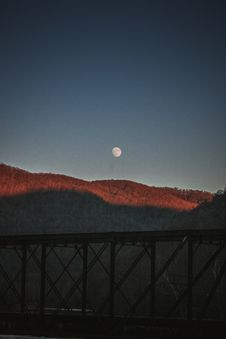 Free Silhouette Photography Of Bridge Under Moon By Day Stock Photography - 129414642